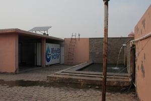 Solaranlage zur Stromversorgung der Entsalzungsanlage auf dem Tempeldach