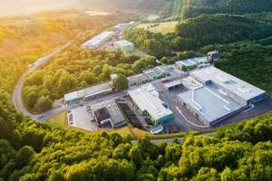 Das Familienunternehmen beschäftigt weltweit über 600 Mitarbeiter. Produziert wird ausschließlich an den beiden deutschen Standorten in Attendorn (im Bild) und Radeberg.