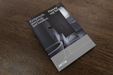 """Mit dem Kompendium """"Planung und Technik"""" gibt Bette Planern und Handwerkern fachgerechte und praxisnahe Anleitungen und Informationen an die Hand."""