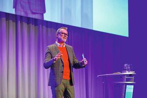 """<div class=""""bildtext_1"""">Bernhard Schöner, Leiter Marketing bei Daikin, führt durch das Programm.</div>"""