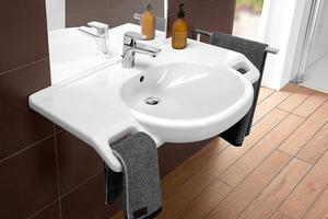 """<div class=""""bildtext_1"""">Behindertengerechtes Waschbecken: Soll das Festhalten an Einrichtungsgegenständen möglich sein, müssen beispielsweise in Trockenbauwänden entsprechende Tragkonstruktionen verbaut werden. </div>"""