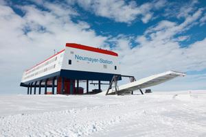 """<div class=""""bildtext_1"""">Seit 10 Jahren forschen Wissenschaftler der Neumayer-Station III in der Antarktis, unterstützt von der AL-KO Lufttechnik.</div>"""