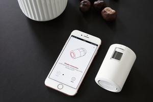 """<div class=""""bildtext_1"""">Um den vollen Funktionsumfang nutzen zu können, muss sich der Anwender die """"Eco App"""" herunterladen und diese per Bluetooth mit dem Thermostat verbinden.</div>"""