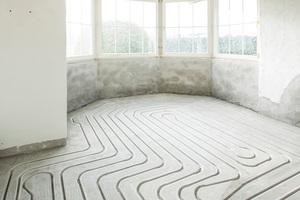 """Mit """"Daikin cut"""" bietet Daikin eine schnelle und günstige Lösung zum Nachrüsten einer Fußbodenheizung für bestehende Gebäude."""