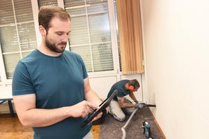 """<div class=""""bildtext_1"""">Mobile Handwerkersoftware direkt auf dem Tablet: Daserleichtert Arbeitsabläufe und steigert die Effizienz.</div>"""