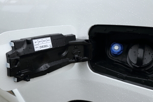 """<div class=""""bildtext_1"""">Der 1,5-l-Diesel verbraucht kombiniert 4,6 bis 4,3 l auf 100 km und stößt 121 bis 114 g CO<sub>2</sub> pro km aus.</div>"""