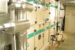 """<div class=""""bildtext_1"""">Adiabate Abluftkühlung mit Regenwasser, Klimaanlage im Institut Physik der Humboldt-Universität in Berlin Adlershof.</div>"""