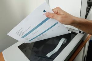 """<div class=""""bildtext_1"""">E-Rechnungen haben den Vorteil, dass man sie einfacher digital archivieren kann und nicht zuvor scannen muss.</div>"""