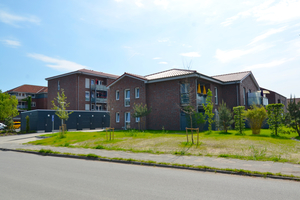 """<div class=""""bildtext_1"""">Im Bild ein Teil der Mehrparteien-Mietwohnhäuser, die durch BHKW-Technik mit Strom und Wärme versorgt werden.</div>"""