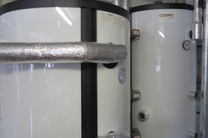 """<div class=""""bildtext_1"""">Zwei Pufferspeicher mit 500 bzw. 300 Litern Volumen stellen die Wärmeversorgung sicher.</div>"""