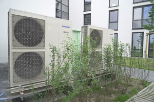 """<div class=""""bildtext_1"""">Die insgesamt 17 """"Aquarea"""" Luft-/Wasser-Wärmepumpen werden zur Raumheizung und Warmwassererzeugung eingesetzt.</div>"""