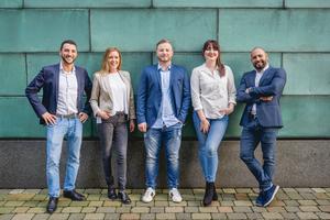 """<div class=""""bildtext_1"""">Das Team von Candidate Flow unterstützt SHK-Betriebe bei der Mitarbeitergewinnung (v.l.: Dimitrij Krasontovitsch, Dorothee Hall, Gian-Marco Blum, Marlene Jung, Daniel Acosta Florido).</div>"""
