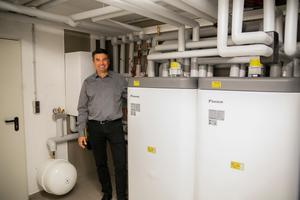 """<div class=""""bildtext_1"""">Markus Härle, Geschäftsführer der Prosermo GmbH bei Heilbronn: """"Was uns an dieser Wärmepumpe überzeugt hat, ist der Gesichtspunkt, dass wir nur das Heizsystem austauschen und keine weitere Modernisierung am Haus vornehmen mussten.""""</div>"""