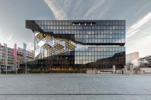 """<div class=""""bildtext_1"""">Eine offene, transparente und kommunikative neue Arbeitswelt setzt der von Rem Koolhaas entworfene und Ende 2019 fertiggestellte Axel-Springer-Neubau in Berlin in Szene.</div>"""