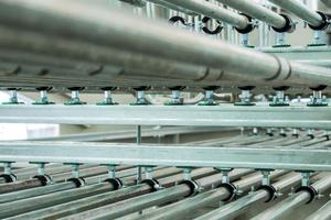 """<div class=""""bildtext_1"""">Die Vorteile der Schienensysteme gegenüber der Einzelmontage liegen vor allem in einer schnelleren Befestigung der Rohre, weniger Bohr- und Verankerungsarbeiten und höherer Flexibilität.</div>"""