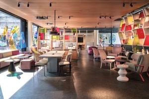 """<div class=""""bildtext_1"""">Das """"Urban Loft Cologne"""" präsentiert keine übliche Lobby, sondern einen Treffpunkt für Co-Working, Gastronomie und Kultur.</div>"""