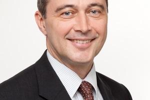 """<div class=""""bildtext_1"""">Jörg Karrenbauer, technischer Trainer bei der Villeroy und Boch ViAcademy die neben Präsenz- auch Digitale Trainings anbietet.</div>"""