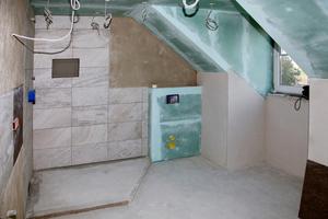 """<div class=""""bildtext_1"""">Beim Umbau des 19 m<sup>2</sup> großen Bades legten Sabrina und Stefan Ledl großen Wert auf eine optimale Nutzung des Raumes.</div>"""