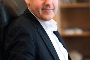 """<div class=""""bildunterschrift_ueberschrift"""">Jochen Schmidt</div>Der 43-jährige Inhaber und Geschäftsführer leitet das Unternehmen mit derzeit 46 Mitarbeitern bereits seit 1998<br />"""