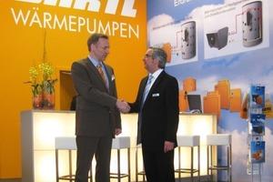 (v.l.n.r.) Jürgen Lang, Geschäftsführer von Bartl, und Michael Sautter, Geschäftsführer der perma-trade Wassertechnik GmbH<br />