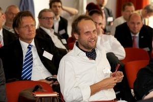 """<div class=""""bildunterschrift_ueberschrift"""">Gut besucht</div>Etwa 80 Fachleute besuchten das 3. Forum Wohnungslüftung, das die HEA – Fachgemeinschaft für effiziente Energieanwendung e. V. und die Solarpraxis AG im Mai in Berlin durchführten<br />"""
