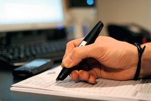 """<div class=""""bildunterschrift_ueberschrift"""">Aufträge digitalisiert</div>Mit dem """"virtic Pen"""" wird das Schreiben von Rechnungen einfacher. Während der Monteur schreibt, wird das Geschriebene digitalisiert. <br />"""