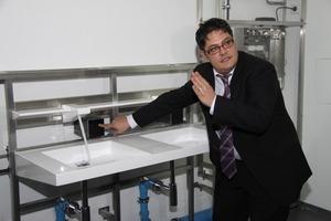 Die Grundidee des Einrohr-Systems wurde von Giuseppe Zoccolillo entwickelt - hier bei der Präsentation der Bedieneinheit<br />