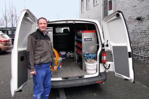 """<div class=""""bildtext_1"""">Markus Westermann, Meister im Bereich Sanitär-, Heizungs- und Klimatechnik des Handwerksbetriebs, nutzt in seinem Servicefahrzeug die Inneneinrichtung von Aluca.</div>"""