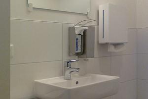 """<p>Auch die Sanitärräume für Personal und Besucher wurden mit Sanitärobjekten aus der Serie """"Renova Nr. 1 Plan"""" ausgestattet.</p>"""