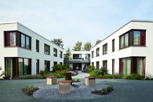 """<div class=""""bildtext_2"""">Das neue Franz Jordan-Haus in Warburg wurde 2011 eröffnet.</div>"""