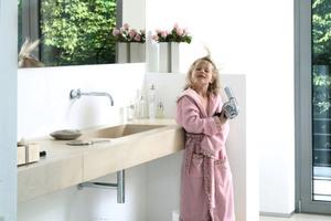 """<div class=""""bildtext_2"""">Durch die steigende Anzahl an elektrischen Anwendungen im Bad ist es bei der Planung besonders wichtig, auch frühzeitig an die Elektroinstallation zu denken. </div>"""