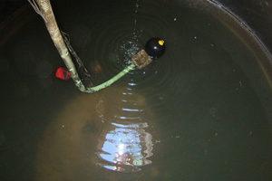 """<div class=""""bildtext_1"""">Schwimmende Entnahme am Speicherboden erfordert 20 bis 30 cm hohes, nicht nutzbares Restwasservolumen. </div>"""