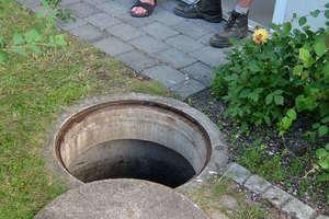 """<div class=""""bildtext_1"""">Zu kleiner Regenspeicher aus Beton im Garten eingebaut. Eine Berechnung von Ertrag und Bedarf gab es nicht.</div>"""