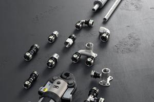 """Mit dem Rohrleitungssystem """"Raxinox"""" können jetzt auch Etagenverteilungen sortenrein in Edelstahl von der Rolle installiert werden."""