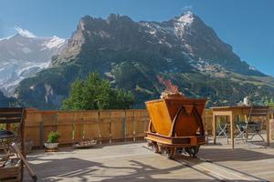 """<div class=""""bildtext_1"""">Benjamin Zweifel aus der Schweiz gewinnt den Sonderpreis für Kreativität mit seiner mobilen Lore als Kamin- und Terrassenfeuer.</div>"""