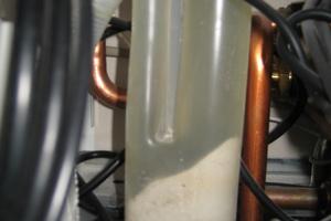 """<div class=""""bildtext_1"""">Bei sehr vielen Herstellern ist der Siphon transparent und man kann schon von außen den Verschmutzungsgrad erkennen.</div>"""
