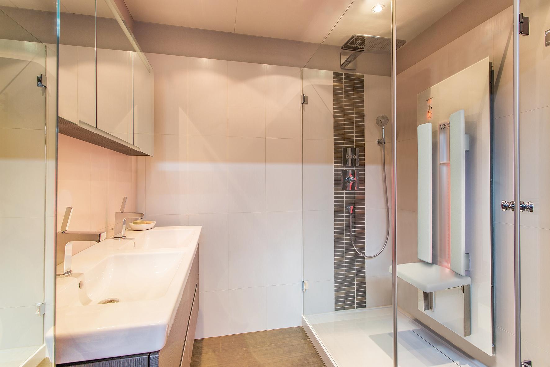 shk profi themen bad design wannen duschen vertriebskooperation duschwelten. Black Bedroom Furniture Sets. Home Design Ideas