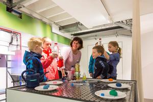 (Quelle: Hansgrohe SE /KARLHUBERFOTODESIGN) Für Kinder gab es ein abwechslungsreiches Programm mit Spielen und Wasserexperimenten.