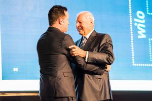 Oliver Hermes (li.) wurde von Dr. Jochen Opländer zu seinem unternehmerischen Nachfolger benannt
