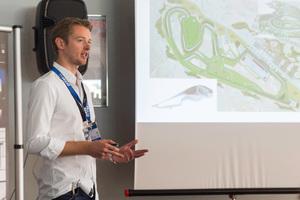 Dr. Carsten Tilke ging in seinem Vortrag ein auf die Herausforderungen beim Rennstreckenbau, auf die sein Planungsbüro regelmäßig stößt.