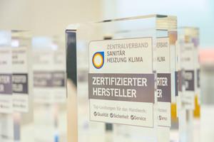 """Das neue Qualitätszeichen """"Zertifizierter Hersteller"""" vom ZVSHK ist kein starres Bewertungssystem, sondern es wird in einem offenen Prozess unter Beteiligung des Fachhandwerks systematisch weiterentwickelt. Bild: Purmo Deutschland"""